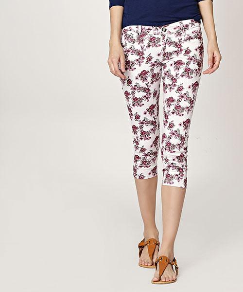 Yepme Benne Floral Print Capri - White & Pink